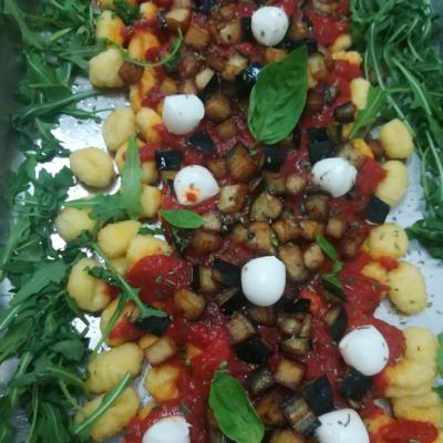 Ñoquis con tomate y berenjena